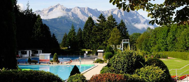 Heated outdoor pool Farchant